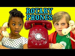Kids try figuring out a rotary phone!