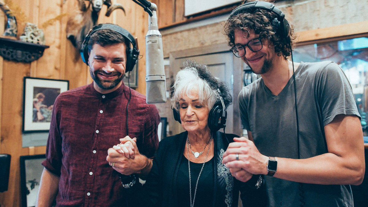 For King and Country sing with Joanne Cash!