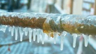 Local Plumber Ricky Hudson shares frozen pipes tips!